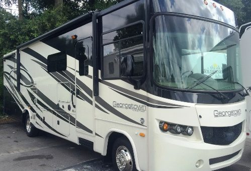 Benefits of Traveling in a Large RV
