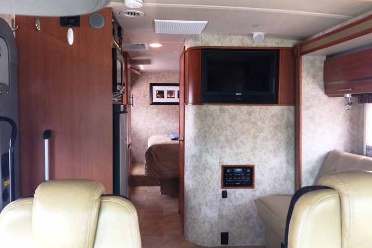 2011 Winnebago Via, Double Slide